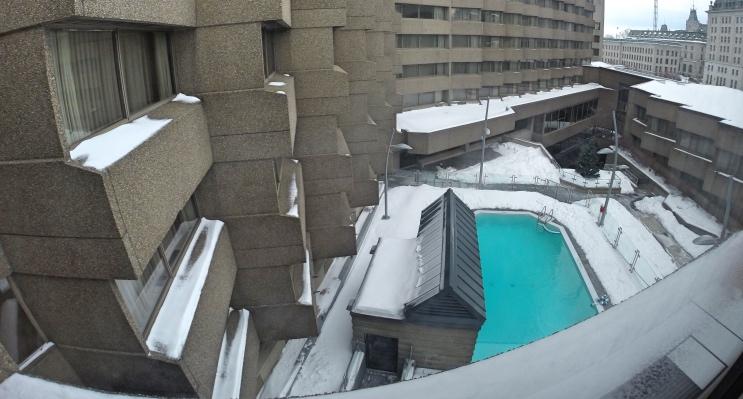 Piscina do hotel Delta Quebec